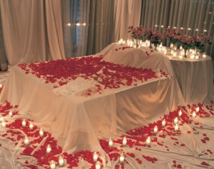 Top 10 romantic but cheap anniversary ideas to surprise for Bed decoration with rose petals
